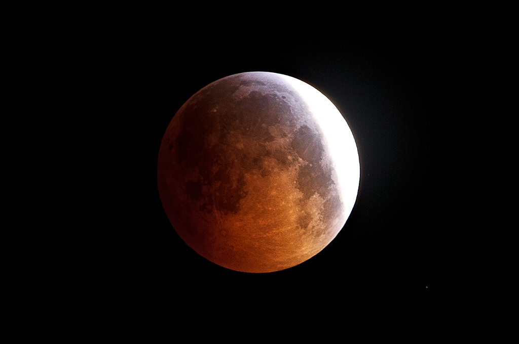 How to Photograph a Lunar Eclipse and Get Amazing Results