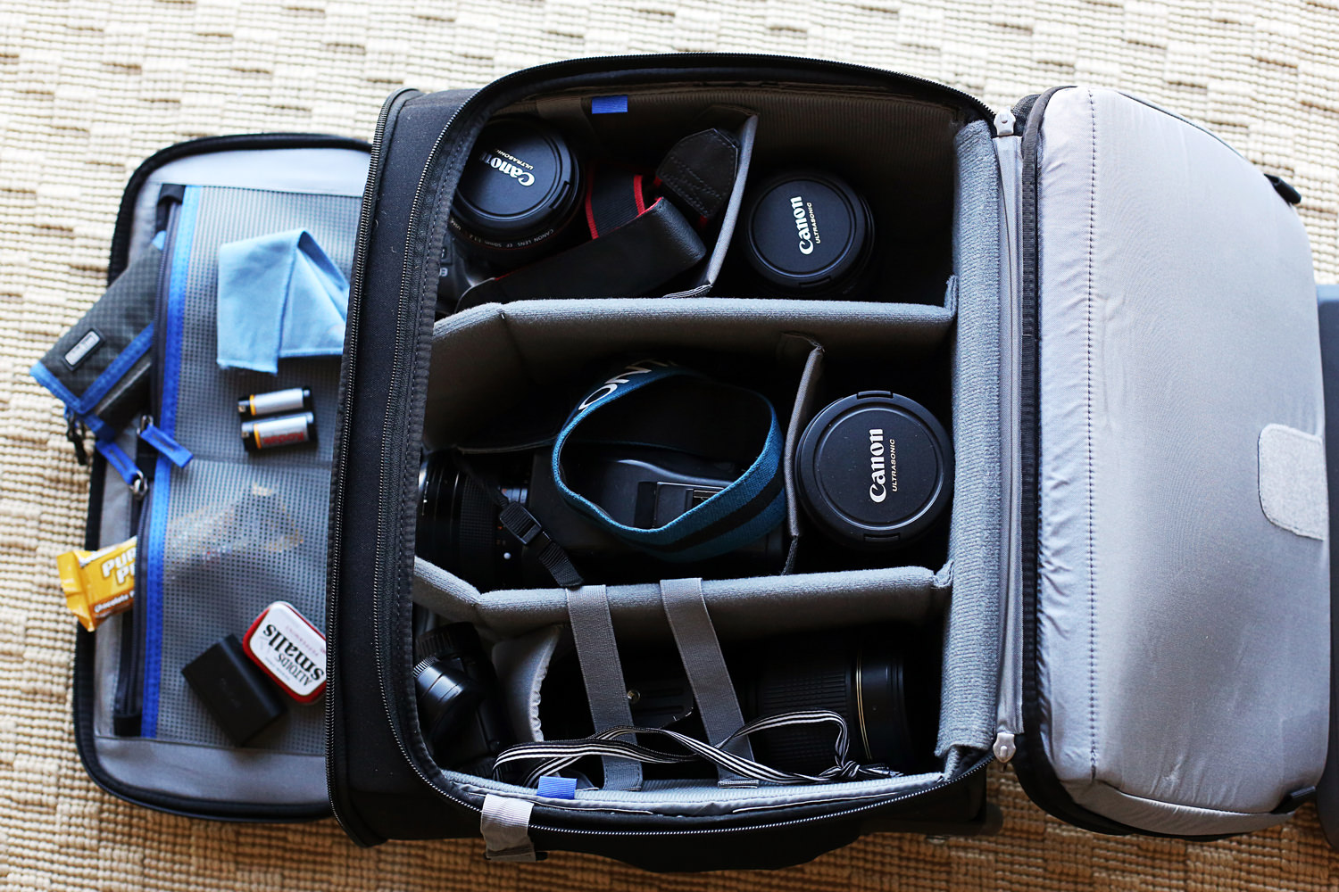 Think Tank Airport Navigator Rolling Camera Bag Review - Photography ... d336b9ede9fc5