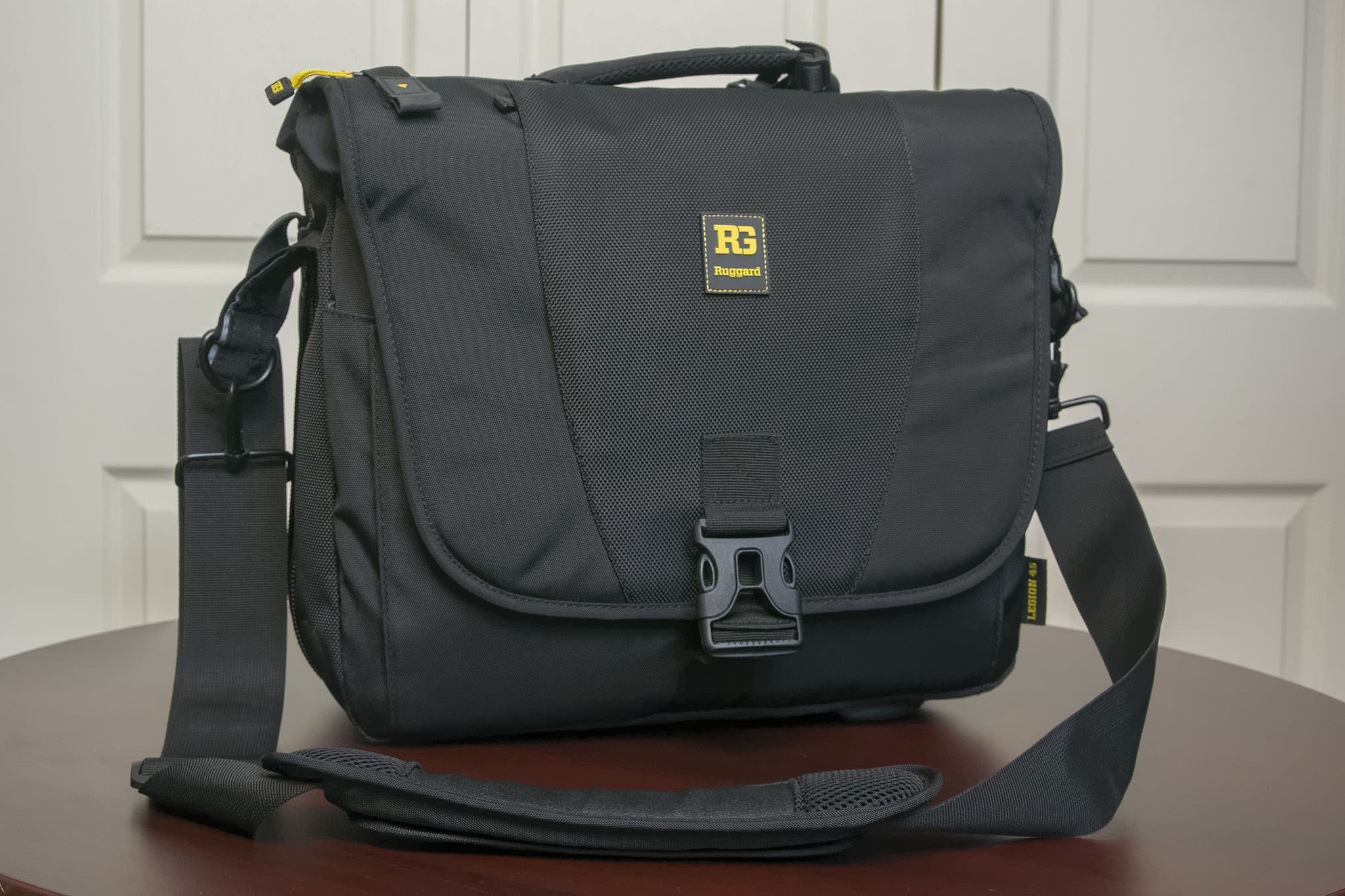 5ee957d877a5 Ruggard Legion 45 Messenger Bag Review - Photography Life