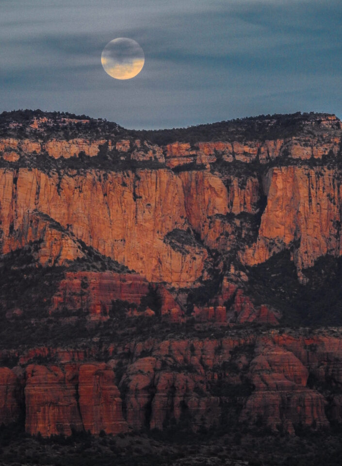 Verm-sedona-moonrise-P900-3178