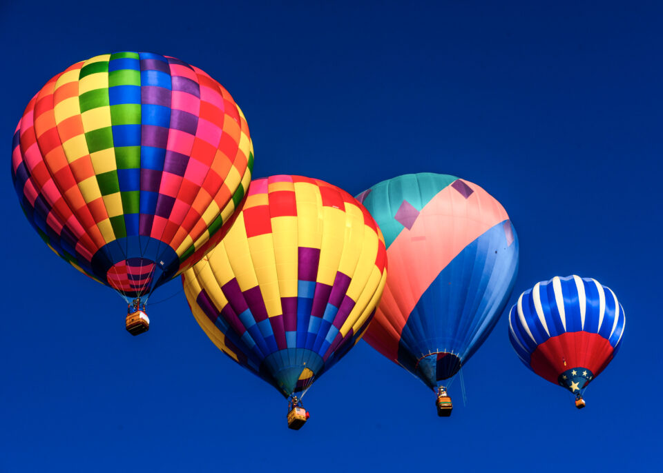 Hot-Air-Balloons-in-a-line