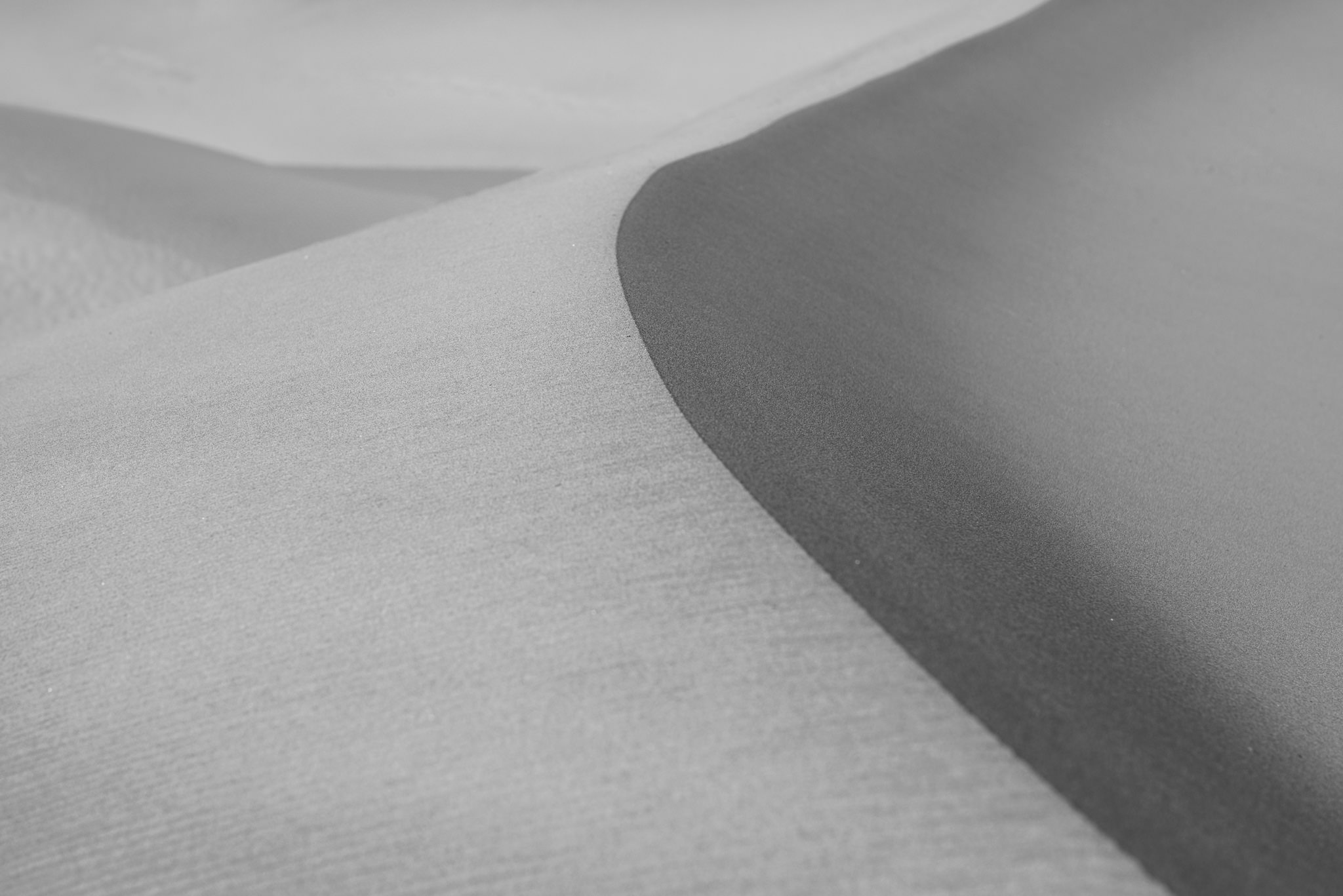 Low contrast sand dunes photo nikon d800e 70 200mm f 4 200mm iso 100 1 160 f 11 0