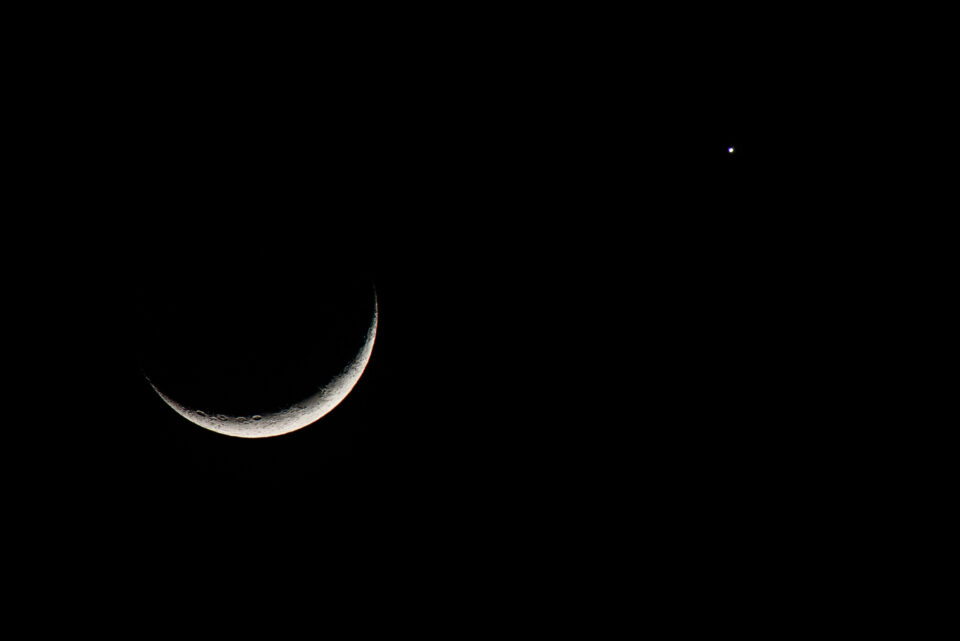 Crescent-Moon-with-Venus