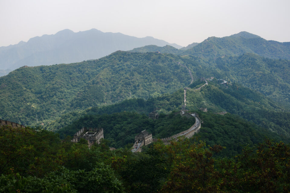 The Nikon D3500 is very good for travel photography because of its light weight. This sample photo from the Nikon D3500 shows the Great Wall of China on a summer afternoon.